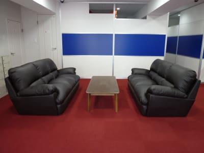 ソファー - フィットネス11本山店 トレッドミル腹筋台設置ルームの設備の写真