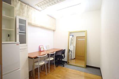 メイク室 - J to J フォトスタジオ レンタルスタジオの室内の写真