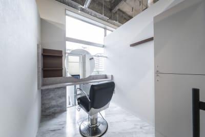 リコ今泉スクエア サロンスペース 個室型の室内の写真