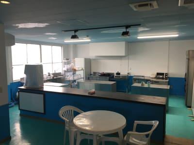 空気清浄機、空気循環システムなど最新の設備も導入致しました。 - シェアキッチンDaidokoro あつまれみんなの台所の室内の写真