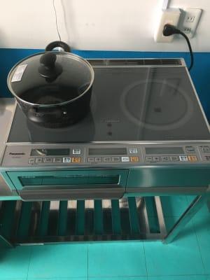 200v電源の 4kw IHコンロです。ハイパワーなのでガスコンロ並に使えます。 - シェアキッチンDaidokoro あつまれみんなの台所の室内の写真