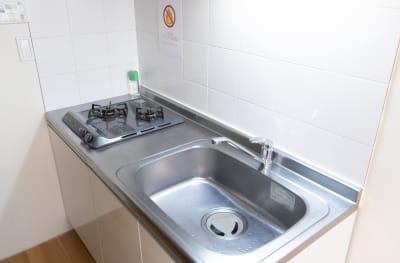 キッチンもありますが、 ガス台は使用不可です。 - アールズ101 アールズ101レンタルスペースの室内の写真