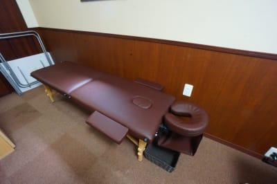 ・施術ベッドの使用目的は施術・セラピーに限定されます - 【ひふみサロンスペース】 ひふみサロンスペース504の室内の写真