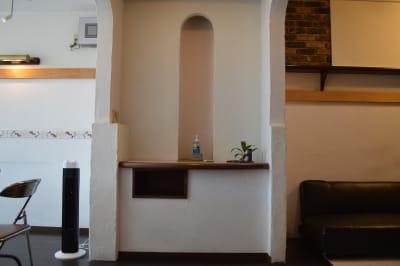 入口に手洗いと消毒の準備もございます。 - ヤマハウイング北勢堂ビル内 多目的スペース・貸し会議室の入口の写真