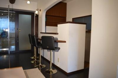 スタンド式のミニキッチンにもご利用いただけます - ヤマハウイング北勢堂ビル内 多目的スペース・貸し会議室の設備の写真