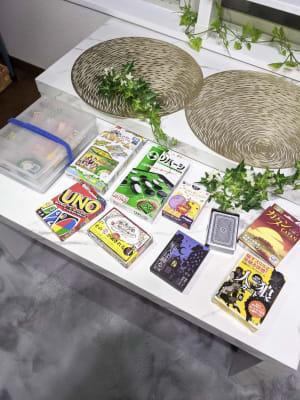 各種カードゲームを種類豊富に揃えました✨ - レンタルスペース あみん家 レンタルスペースの室内の写真