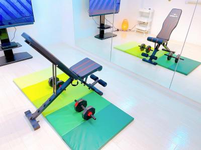 パーソナルトレーニングに。アジャスタブルインクラインベンチ - レンタルスタジオ 吉祥寺OLI  レンタルスタジオ 吉祥寺OLIの室内の写真