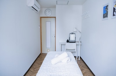 E-Lumi 京都三条 レンタルサロン room Pの室内の写真