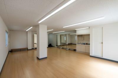 5~6人ほどでの教室利用に適しています。 - レンタルスタジオKACHA レンタルスタジオの室内の写真