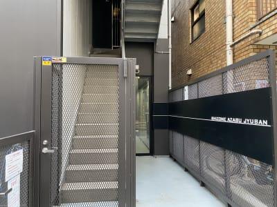 麻布十番シェアサロン【1CM】 施術、トレーニング向けの入口の写真