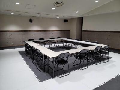 講演会や会議室としても使えます☆ - レンタルスタジオBigTree 和泉和気店 Aルーム の室内の写真