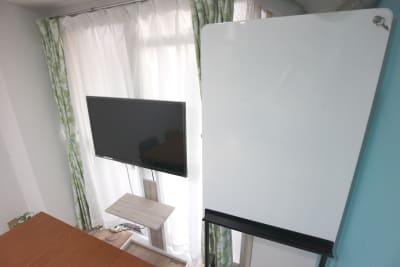 エニタイムスペース新大阪 【BLUEルーム】格安貸し会議室の室内の写真