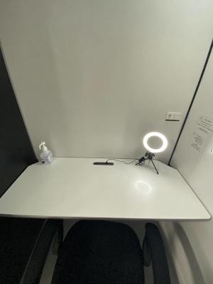 使いやすい大きめなデスクです。 - RemoteBOX 神保町店 No.1の設備の写真