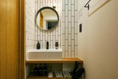 シャワールームとパウダースペース完備! ※タオル類のご用意はありません - Daimyo7 デラックススタジオ301の室内の写真