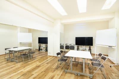 机・椅子・ホワイトボードは無料でお使い可能です。 - StudioIrodori赤羽橋 スタジオIrodori赤羽橋の室内の写真