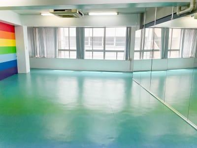 すむぞう新橋スタジオ レンタルスタジオ3階の室内の写真