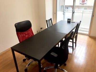 レイアウトや、椅子、テーブルは実際と異なる場合がございます。ご了承ください。 - 【完全貸切】秋葉原駅より徒歩圏内 打合せ/飲み会等利用可能の室内の写真