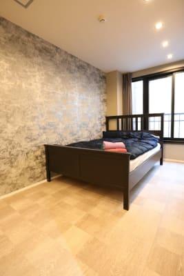 2階洋室、ベット2台、テレビ1台、エアコン1基、シャワー、トイレあり - LA.PRIMERA  多目的スペースの設備の写真