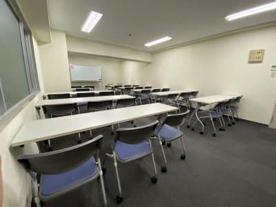 大阪会議室 第7新大阪ビル 第1会議室(9-18時パック)の室内の写真