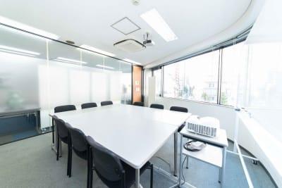 LMJSharingCenter 3Fミーティングルームの室内の写真