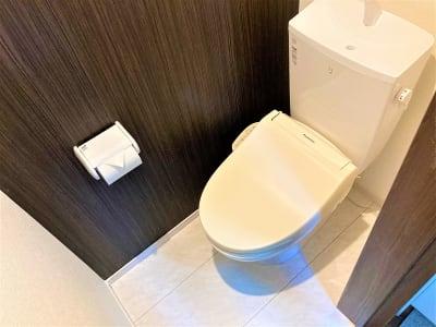 ウォシュレット付きトイレ - オフィスROSSO  大山店 ワークスペースの室内の写真