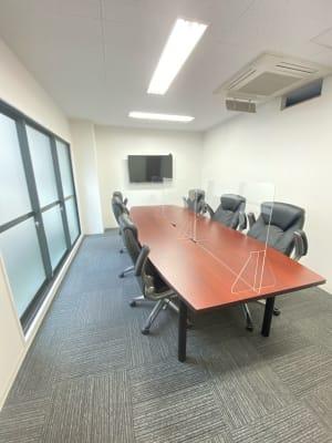 最大12名分の椅子をご用意しております。 - 桜川駅徒歩1分 レンタル会議室 レンタルスペースの室内の写真