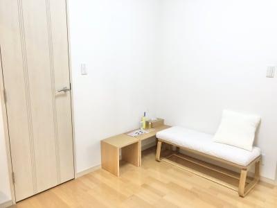 ソファー完備。 - レンタルスタジオ フィットネスペースの室内の写真