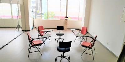 少人数でのミーティング可能でございます。 - ひのまるスタジオ天神北  (窓側)ヨガ・ピラティス特化型の設備の写真