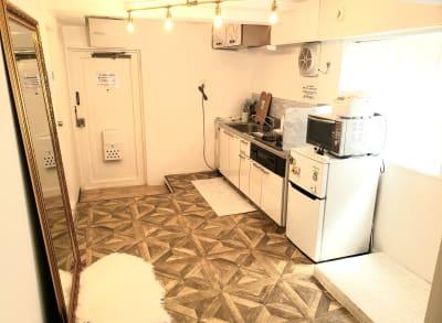 全身鏡や調理に必要な各種家電も置いてあります★ - カルペディエム池袋 撮影・キッチン利用に!広さ30㎡の室内の写真