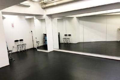 Risley八王子店スタジオ全体画像 - Risley八王子店 ダンス・ヨガスタジオの室内の写真