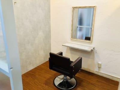 Reir ヘアーサロンブース2の室内の写真