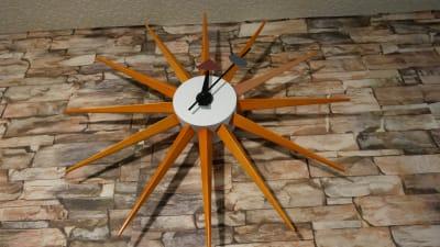 時計はジョージ・ネルソンのサンバーストクロックです♪ - HAPPY SHARE HAPPY SHARE 金山店の室内の写真