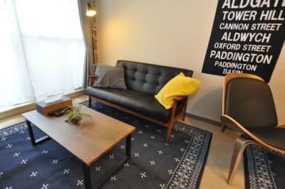 ソファでまったりとおうちデートも楽しめます♪ - HAPPY SHARE HAPPY SHARE 金山店の室内の写真