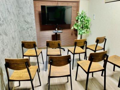 ナチュール撮影特化会議室✨立地◎ 上映会/女子会/会議テレワークの室内の写真