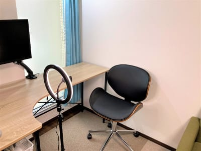 オフィスROSSO  大山店 ワークスペースの室内の写真