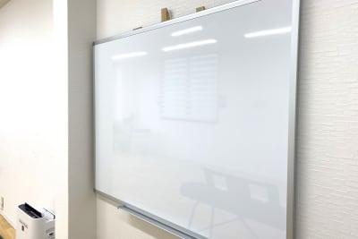 120×90ホワイトボード - スタジオプシュケ相模大野店 レンタルスタジオの設備の写真
