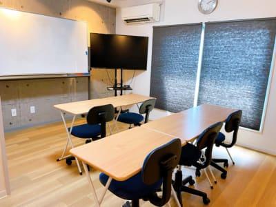 デスク×5 メイン椅子×5 - レンタルスペースupdate西心 レンタルスペースupdateの室内の写真