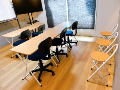 予備椅子×3 最大8名まで利用可能 - レンタルスペースupdate西心 レンタルスペースupdateの室内の写真