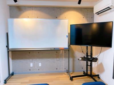 ホワイトボード TVモニター - レンタルスペースupdate西心 レンタルスペースupdateの設備の写真
