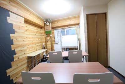 ワークスペース セミナーレイアウト4名 - おうちWorkSpace武蔵小杉 ワークスペースの室内の写真