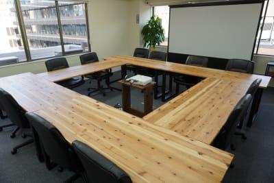 会議に便利なロ字型レイアウト。 - AOI BASE 会議室の室内の写真