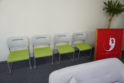 予備の椅子。 - AOI BASE 会議室の設備の写真