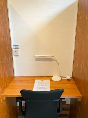 Free Study Room 自習室、多目的スペースの室内の写真