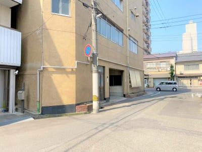 村上ビルガレージ 駐車場3台(無料) - 村上ビル102 貸会議室の外観の写真