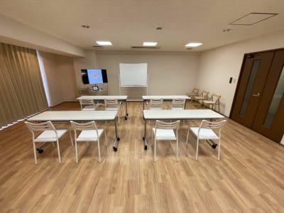 会議・勉強会などにもご利用可能です。 - レンタルスタジオケルス レンタルスタジオの室内の写真