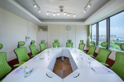 10名様仕様のプルメリア会議室 ※ホームページからのお申込限定受付  詳細はお問い合わせくださいませ。 - Brilliantport ダリア会議室の室内の写真