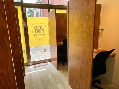 Free Study Room 多目的スペースの室内の写真