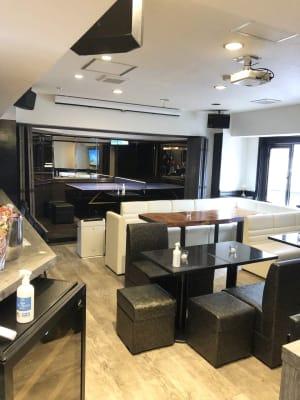 広いイベントスペース - 宴会場 芋場六本木 3階の室内の写真