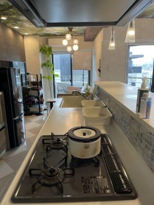 キッチンは3口ガスコンロとグリル付き - 水天宮リバーサイドスタジオ キッチン付きレンタルスタジオの室内の写真