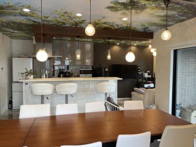 設備充実のアイランドキッチンは、お料理教室等にも - 水天宮リバーサイドスタジオ キッチン付きレンタルスタジオの室内の写真